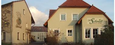 Hof mit Wohnhaus und Heckenwirtschaft